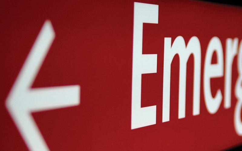 Image of hospital emergency room sign.